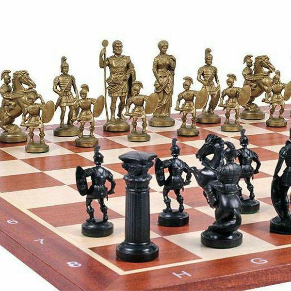 Šahovske figure Roman design golden/black